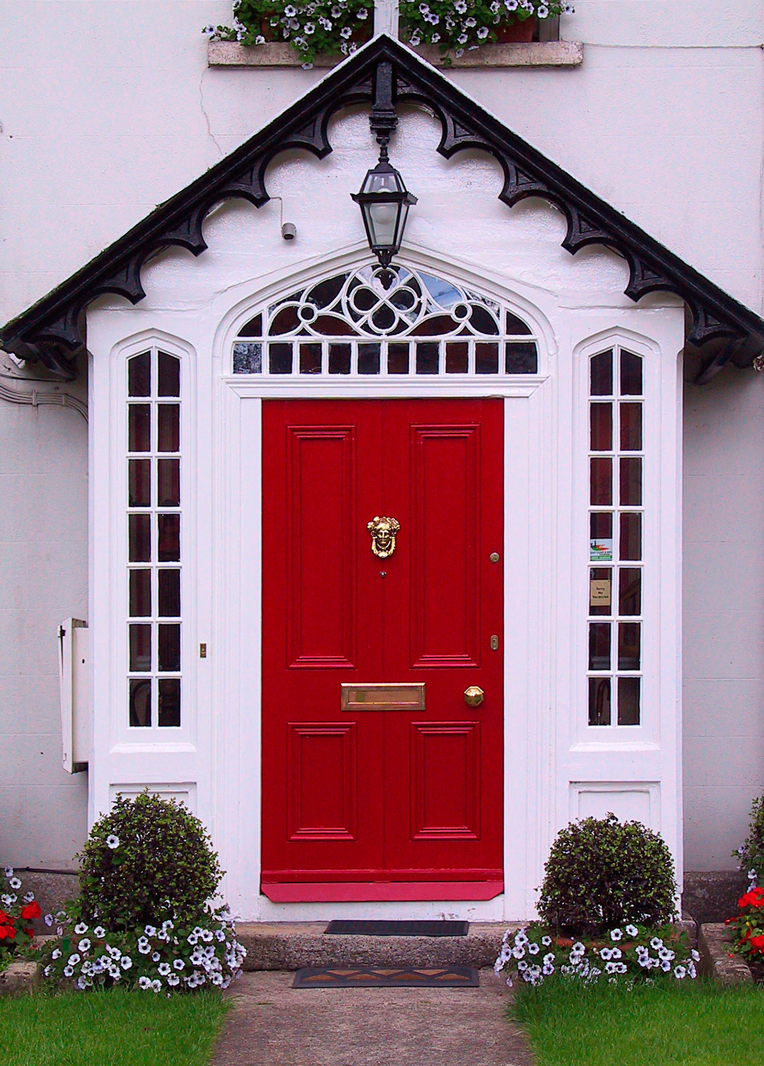 The front door the feng shui art of attracting good chi for Front entrance doors
